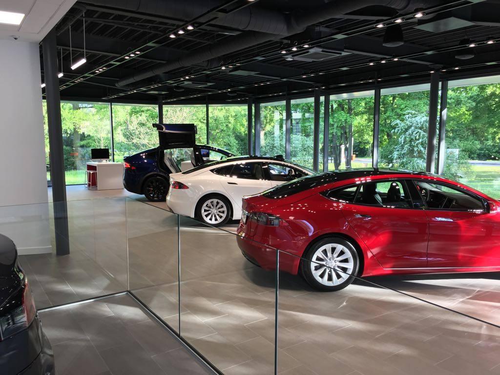 Tesla Nürnberg Duitsland gallery